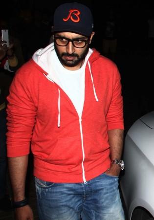 Aishwarya Rai, Abhishek Bachchan spotted at PVR Cinemas