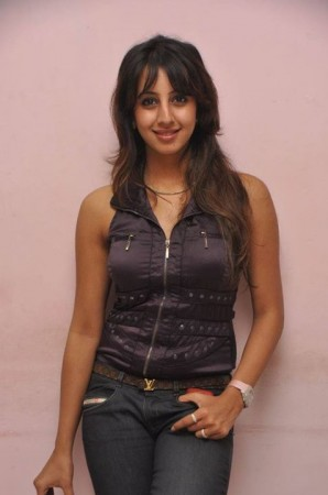 'Kiss of Love': What Sanjjanaa has to Say about Pramod Muthalik's Campaign?