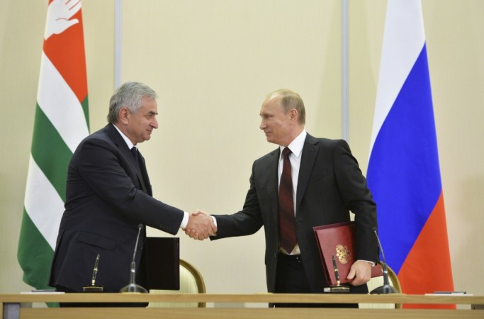 Russian President Vladimir Putin (R) with Abkhazia's President Raul Khadzhimba during a signing ceremony.