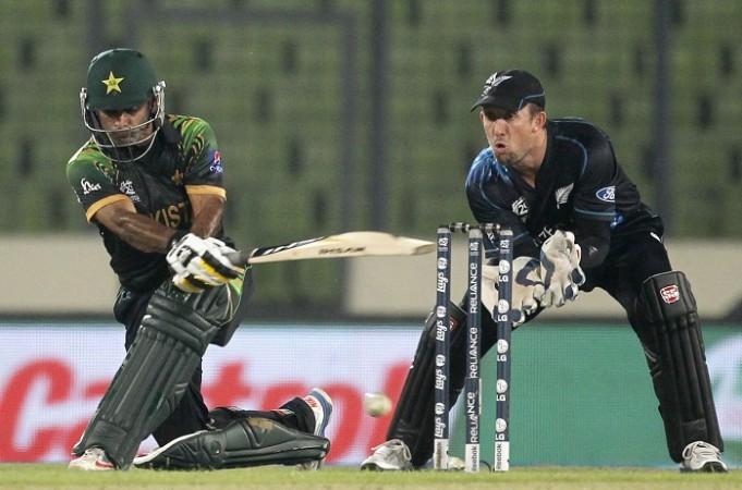 Mohammad Hafeez Pakistan Luke Ronchi New Zealand