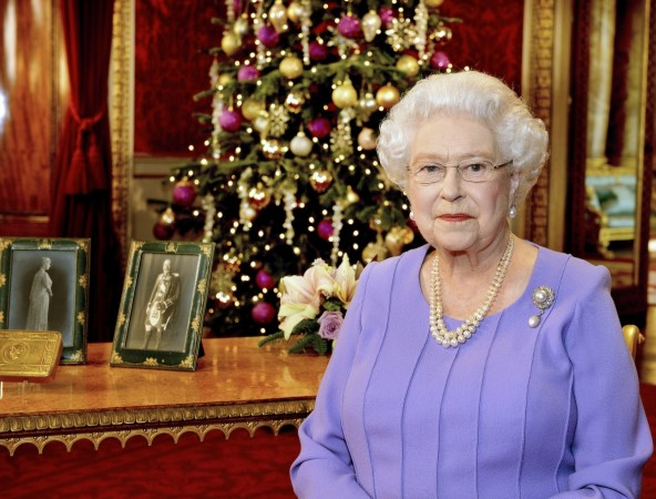 Queen Elizabeth II Praises Ebola Volunteers in Christmas Message