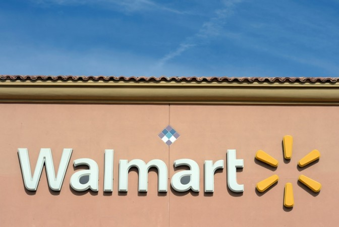 Wal-Mart Offering Steep Discounts On PS4, Xbox One: Get Best Deal On Bundles