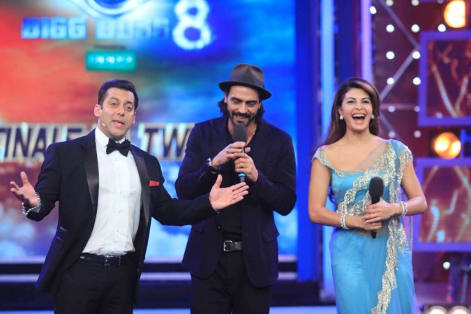 Arjun Rampal, Jacqueline Fernandez Promotes Upcoming Film on 'Bigg Boss 8'