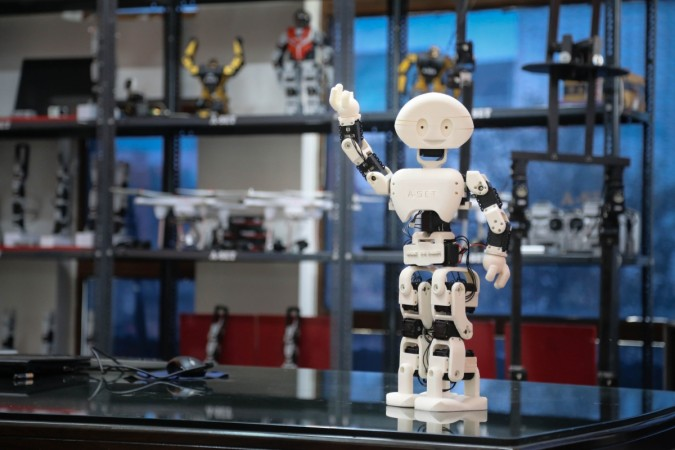 India's First 3D Printed Humanoid Robot 'Manav' Launched at IIT Mumbai TechFest 2015