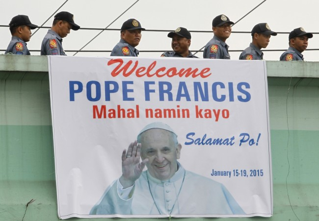 pope arrives at Philippines