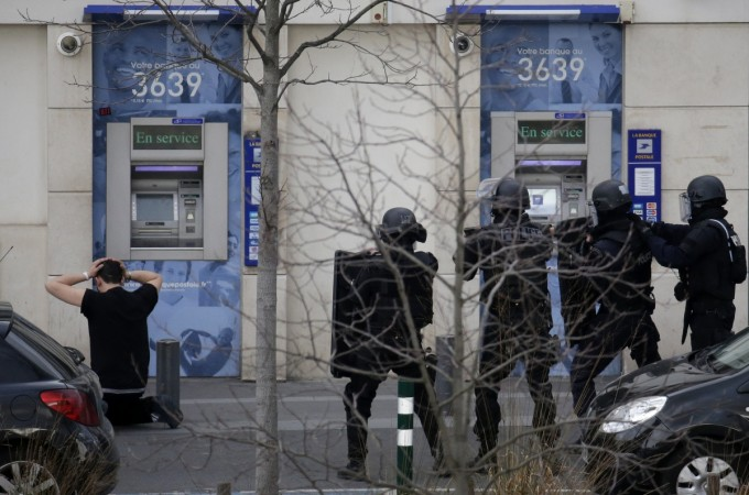 Paris post office hostage situation
