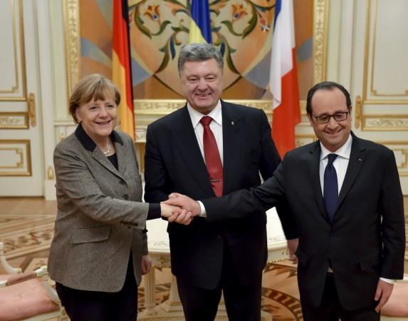 Ukraine's President Petro Poroshenko (C) shakes hands with German Chancellor Angela Merkel and French President Francois Hollande during their meeting in Kiev, February 5, 2015.