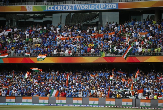 India vs Pakistan: Fans Captured Cheering at ICC Cricket World Cup 2015