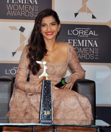 Glamorous Sonam Kapoor Launches L'Oréal Paris Femina Women Awards 2015