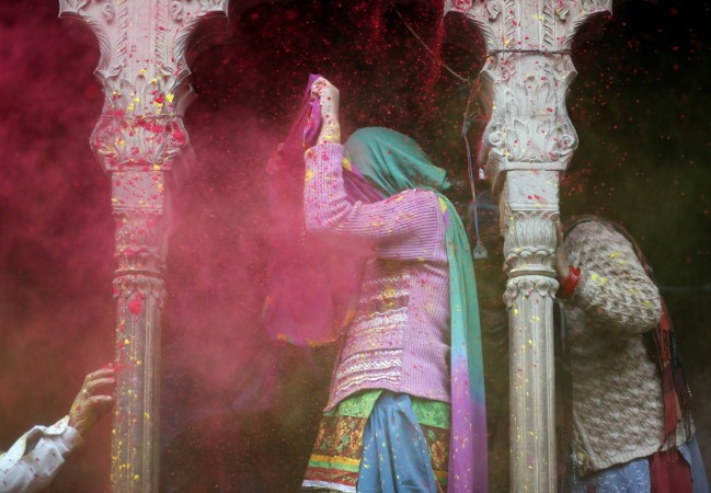 Best Ways To Keep Your Dear Smartphones Safe During Holi