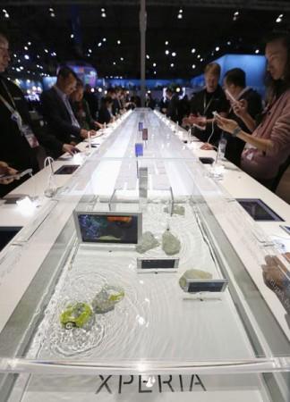 Sony Xperia M4 Aqua showcased underwater at MWC event