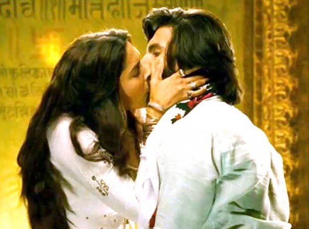 Picture of Deepika, Ranveer kissing each other is going viral on internet