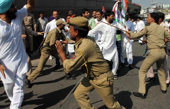 police lathicharge