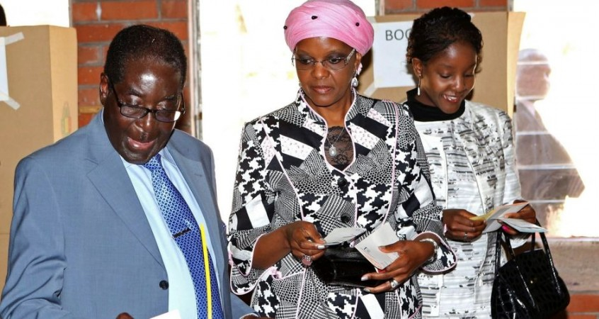 Zimbabwe's President Robert Mugabe (R-l) wife Grace and Daughter Bona