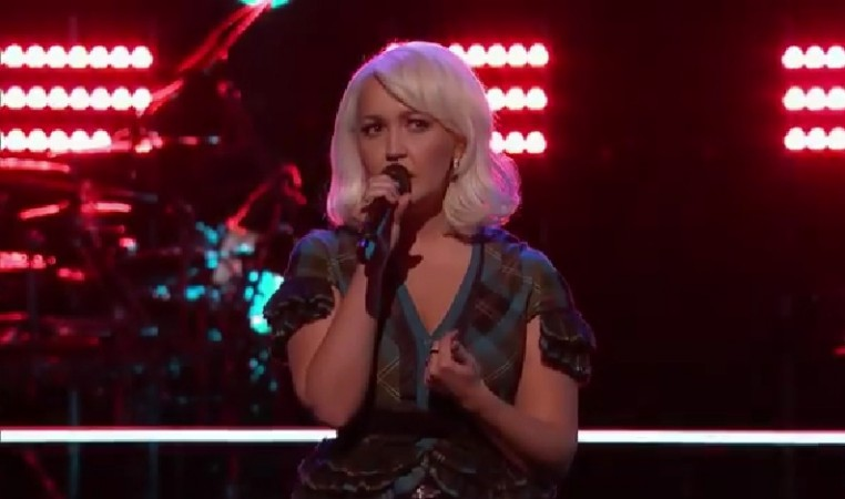 """Meghan Linsey performs on """"The Voice"""" US Season 8 Knockout Round"""