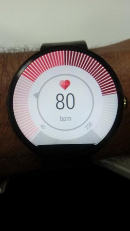 In-built Heart Beat measurement app on Moto 360