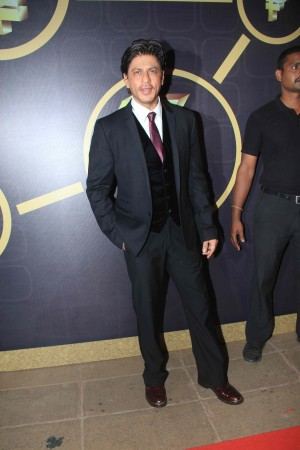Shah Rukh Khan attends NRI of the Year award function