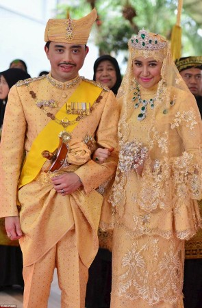 Sultan of Brunei's son Prince Abdul Malik marries Dayangku Raabi'atul 'Adawiyyah Pengiran Haji Bolkiah