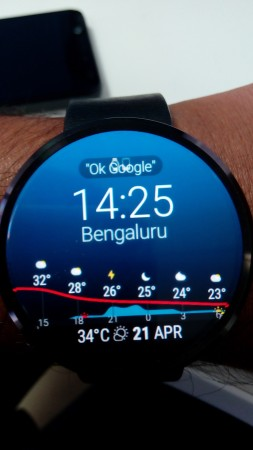 Moto 360 with Instaweather watchface
