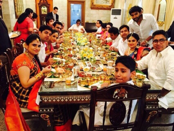 Kalyan jewellers family members having lunch with Amitabh Bachchan