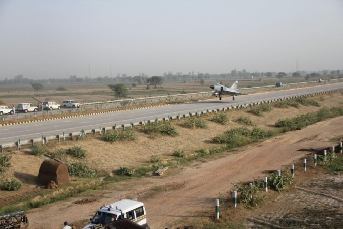 Mirage 2000 jet successfully landed on Yamuna expressway