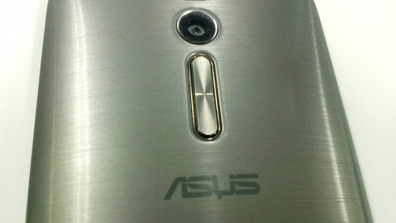 ASUS will retain the volume rocker button below rear camera sensor but will install 2 flash modules on both sides of the camera  at ZenFone 3