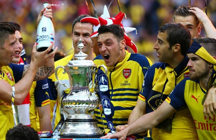 Mesut Ozil Aaron Ramsey Arsenal FA Cup Final 2015 Trophy