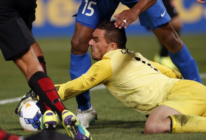 Western Sydney Wanderers goalkeeper Ante Covic grabs the ball as Nassir Alshamrani of Saudi Arabia's Al-Hilal runs into him during their Asian Champions League final first-leg football match at Parramatta Stadium in Sydney on 31 October, 2014