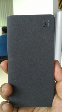 OnePlus Power Bank inherits its design and built quality from its One smartphone