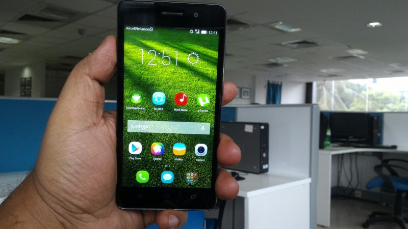 Huawei Honor 4C Review, handy in single hand use but  feels a tad heavy