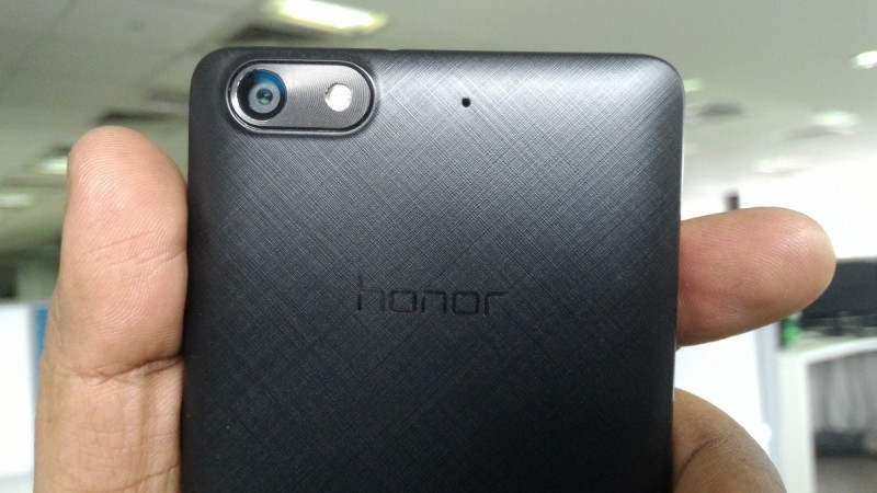 Huawei Honor 4C Review, the 13MP rear camera has been housed on the top left