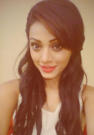 Soni Singh Assaulted in Public by her Former Boyfriend