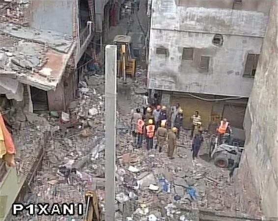 Delhi building collapsed