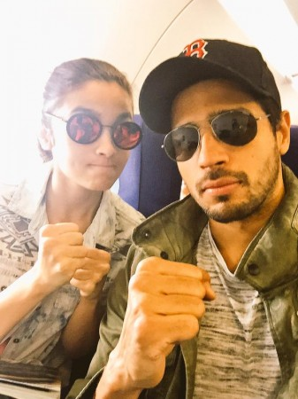 'Kapoor and Sons': Sidharth Malhotra, Alia Bhatt Picture Got Leaked from Sets