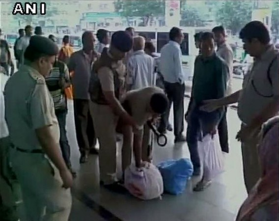 Bomb threat vadodara railway station