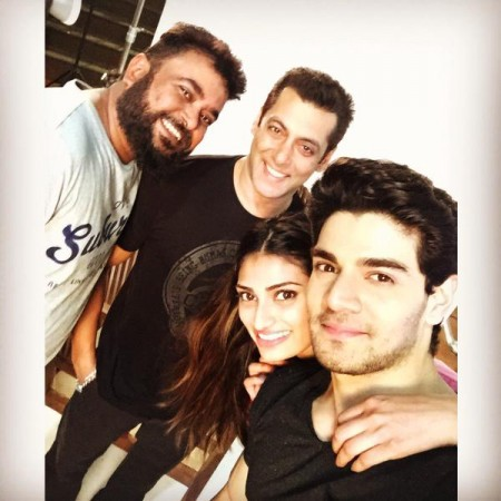 Sooraj Pancholi selfie with Salman Khan and Athiya Shetty