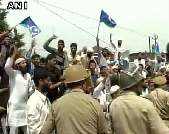 Protest geelani house arrest