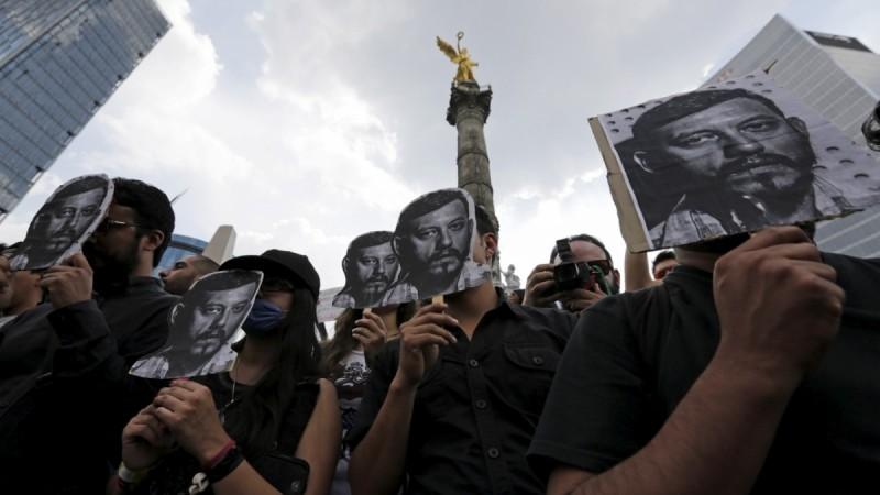 Mexico City protest denouncing the murder of Ruben Espinosa