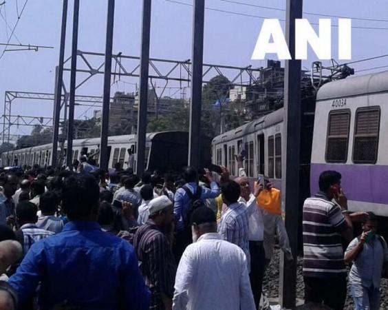 mumbai local train derailment