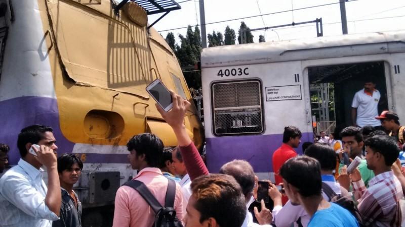 Mumbai local derailment