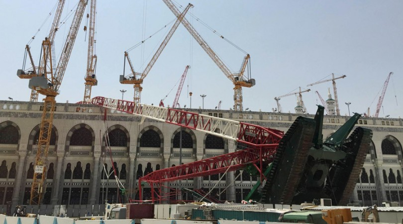 A construction crane which crashed at the Grand Mosque is pictured in the Muslim holy city of Mecca, Saudi Arabia September 12, 2015