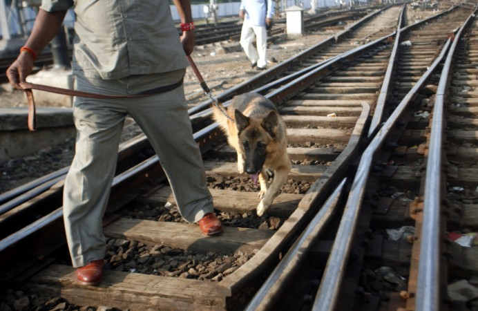 kolkata bomb in train