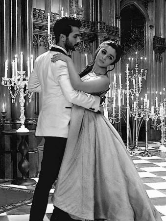 'Nazdeekiyaan': Shahid Kapoor-Alia Bhatt recreates the magic of black and white era