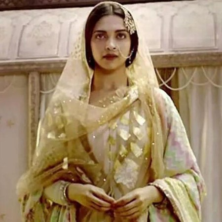 Deepika Padukone will remind you of gorgeous Madhubala