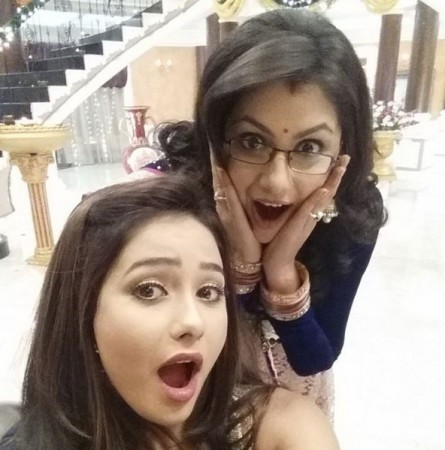 'Kumkum Bhagya' actresses Sriti Jha aka Pragya and Leena Jumani aka Tanu dance together