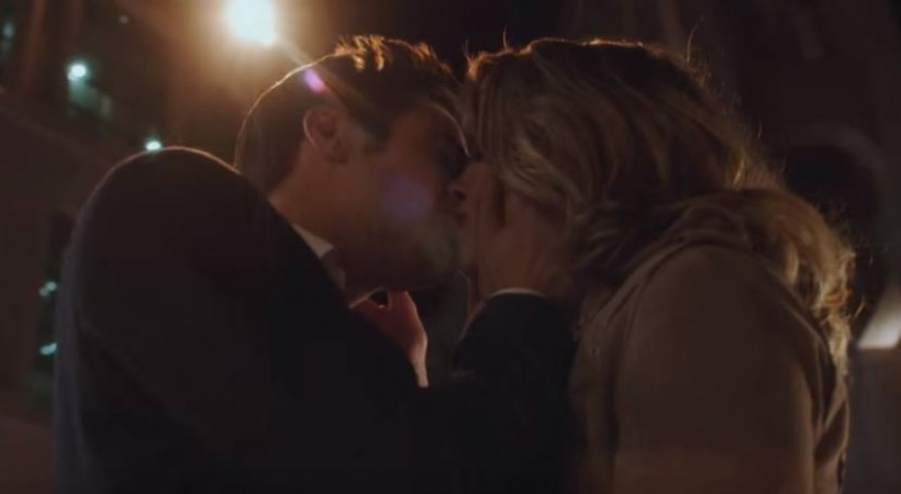Barry and Patty kissing in 'The Flash'