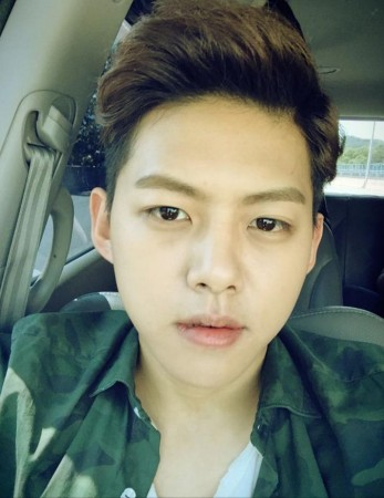 Shin Dongho is set to marry his girlfriend in November