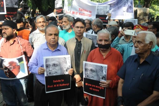 Writers protest delhi