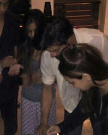 Shah Rukh Khan celebrates birthday with his family