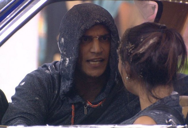 Bigg Boss 9: Priya sprinkles her pee on Kishwer; Rochelle accuses Prince of touching her inappropriately